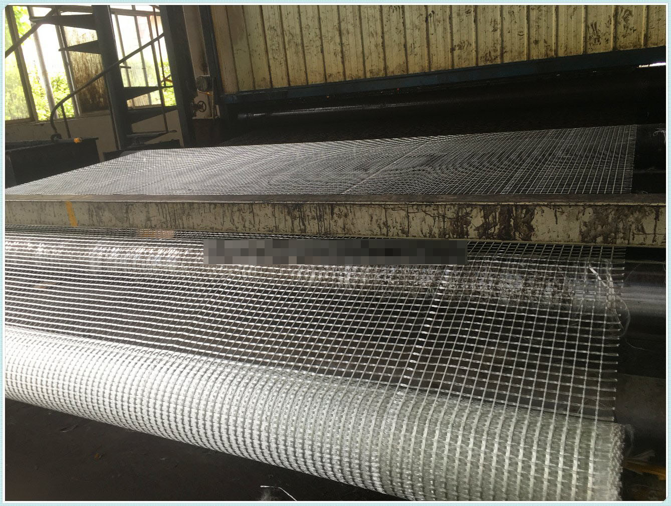Self-Adhesive Warp Knitted Fiberglass Geogrids with 1m Width