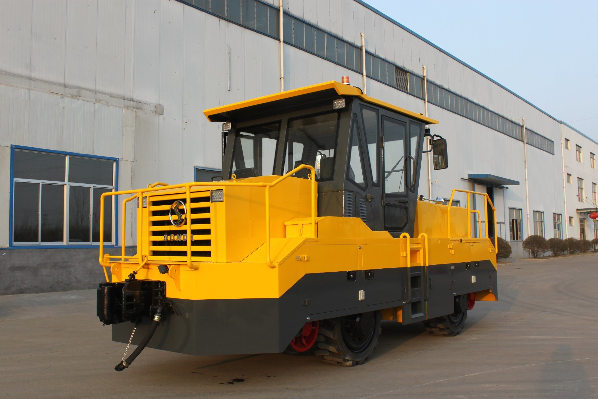 Roadrail Tractor Used for Railway Shunting