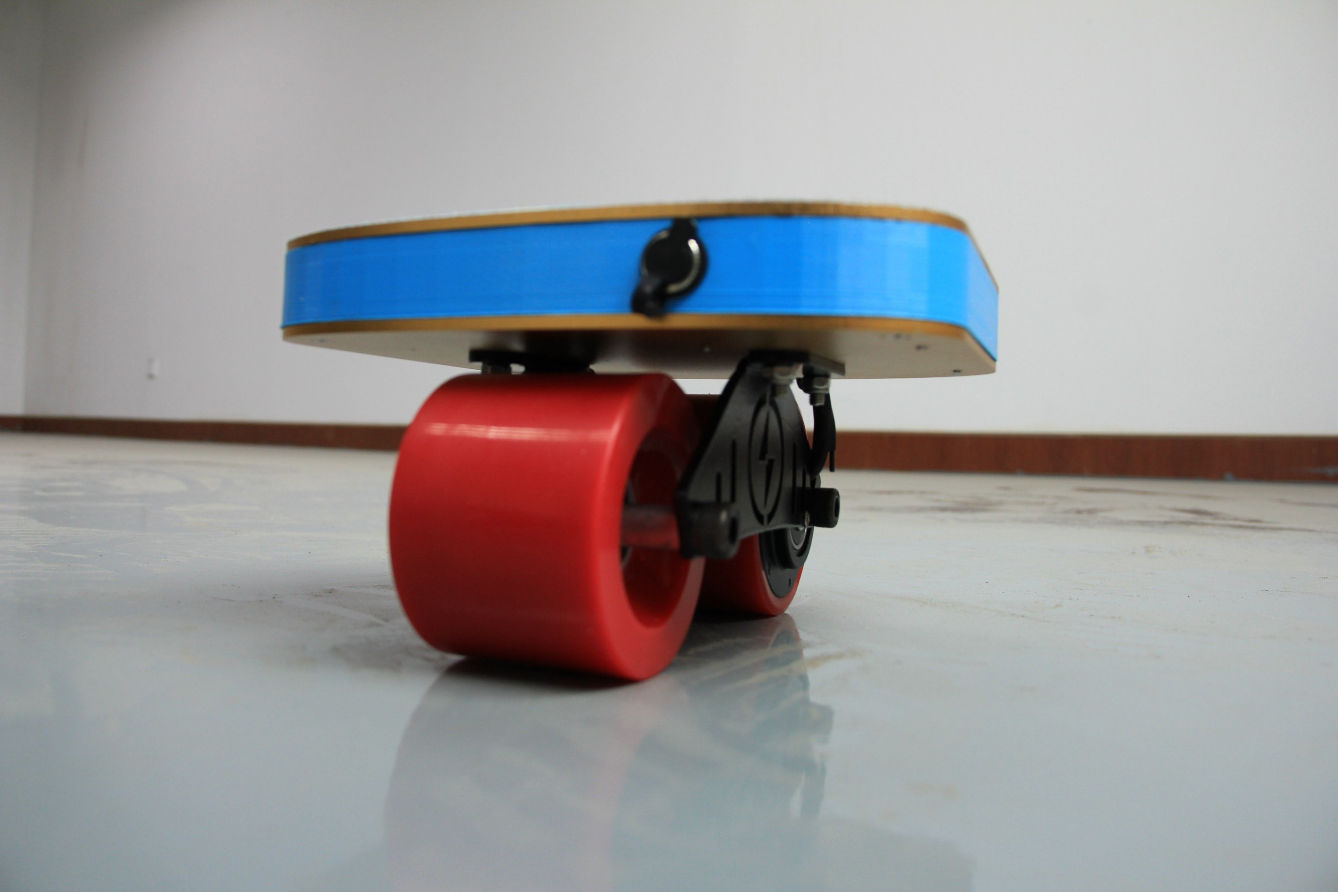 2017 New Design Drifting Board Freeline Skates with Remote