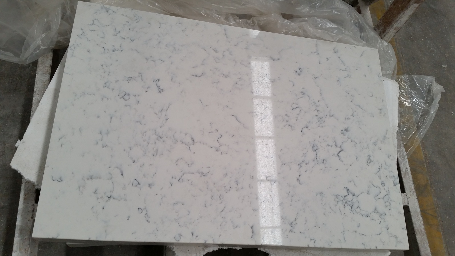 China Carrara White Quartz For Kitchen Countertop Photos