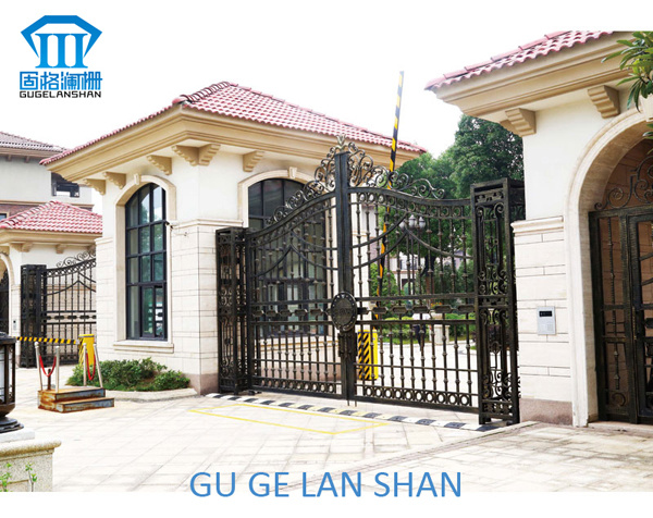 High Quality Crafted Wrought Iron Gate 051