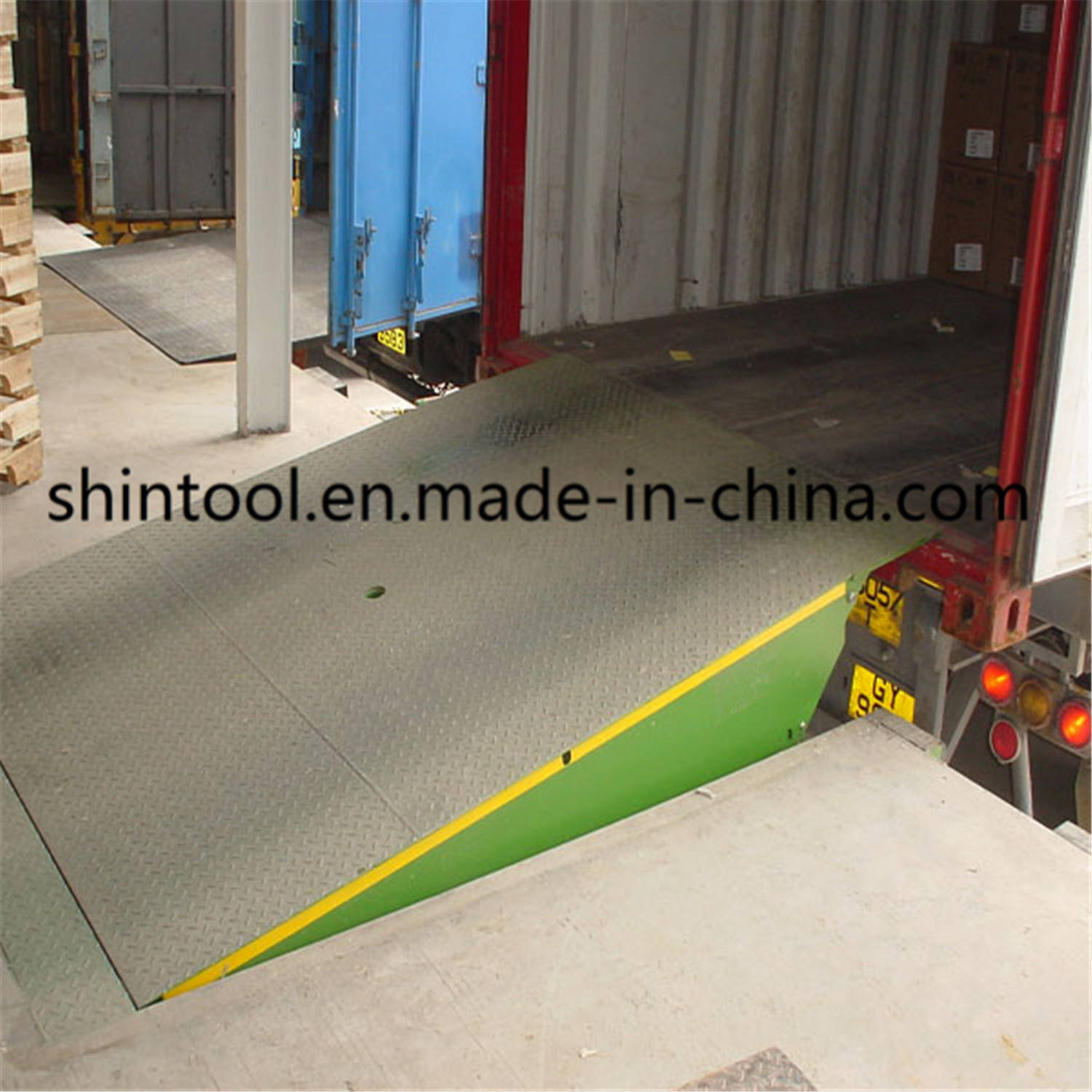 6 Ton Fixed Loading Ramp Dcq6-0.7 with 2500*2000mm Platform Size