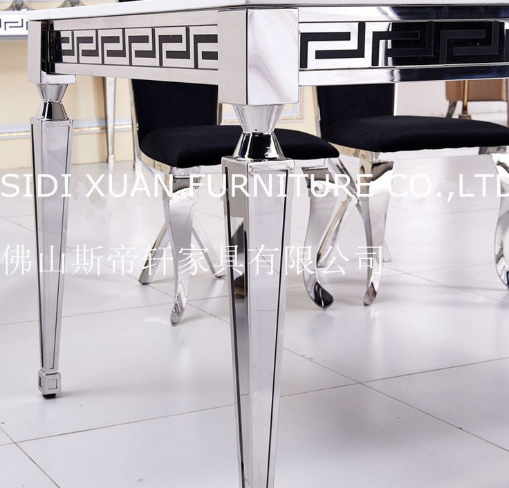 Itanlian Modern Black Glass Top Dining Center Table with Dining Chair