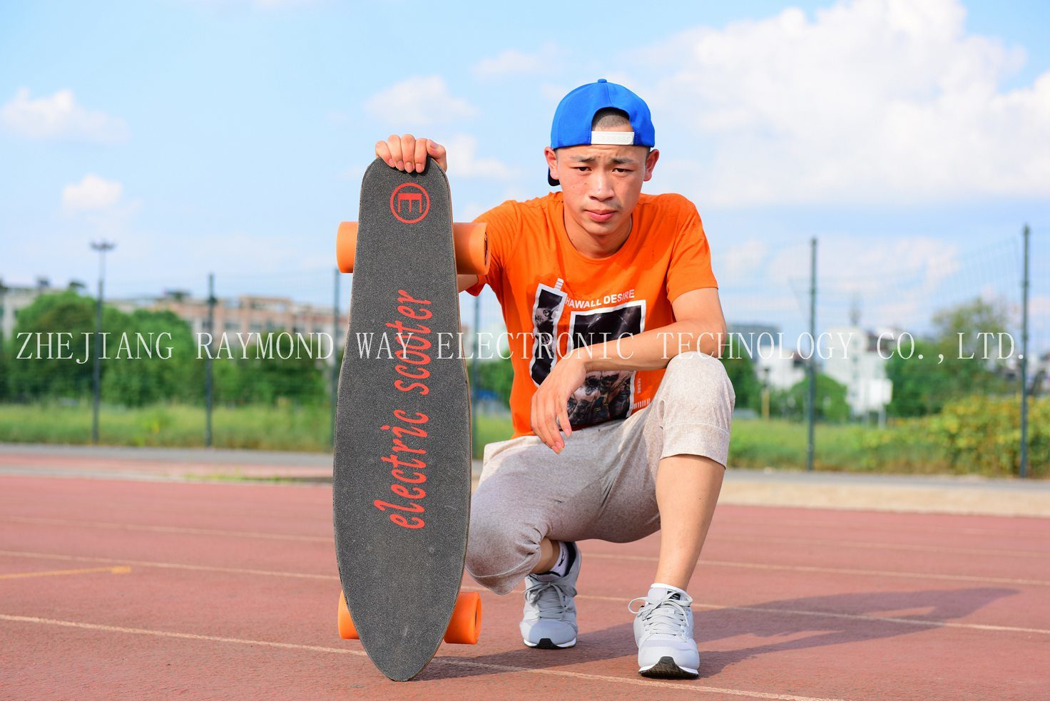 Fashion Four Wheel Electric Smart Remoter Skateboard