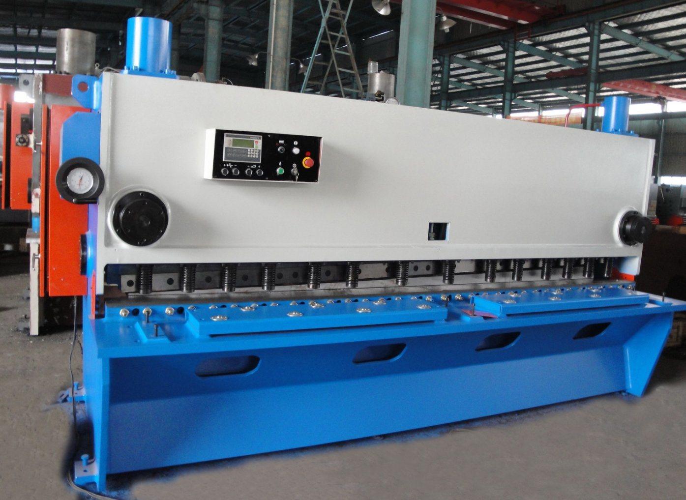 Hydraulic Guillotine Shearing Machine Cutting Steel Plate