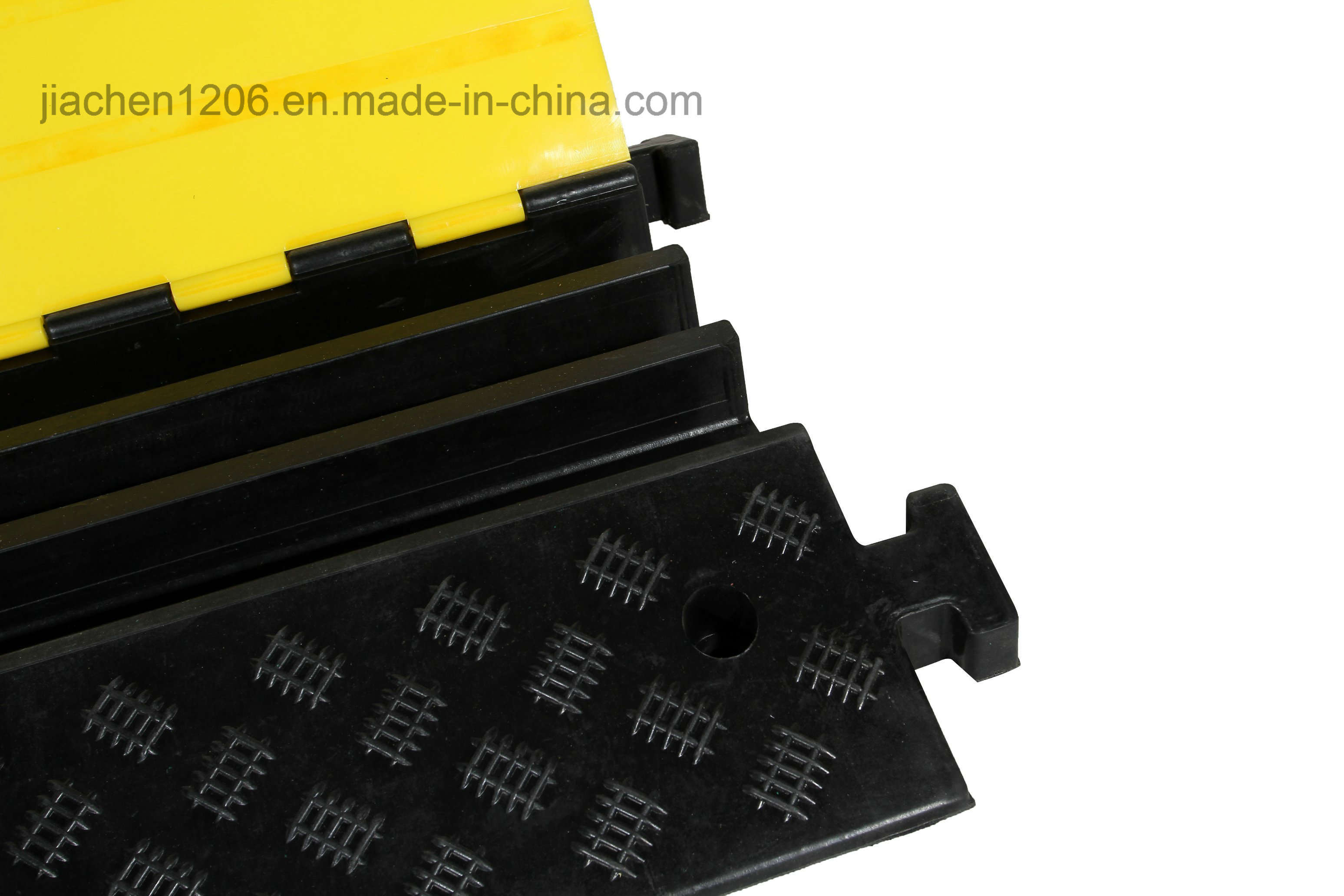 Jiachen Hot Sale Low Price High Density Rubber 3 Channels Cable Protector with Yellow Cover