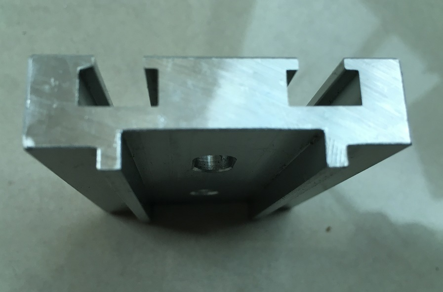 OEM Aluminum/Aluminium Extrusion Profiles for Screen Solar Frame