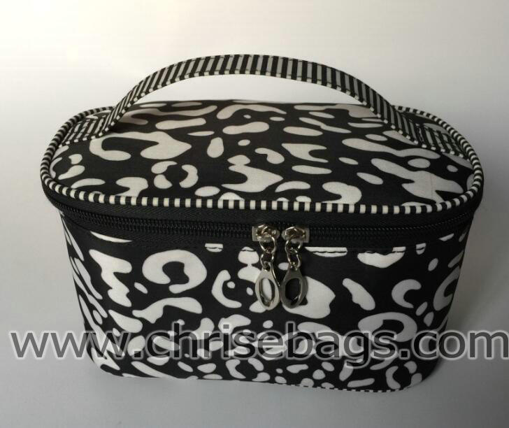 Nylon Fashion Hand Cosmetic Bag