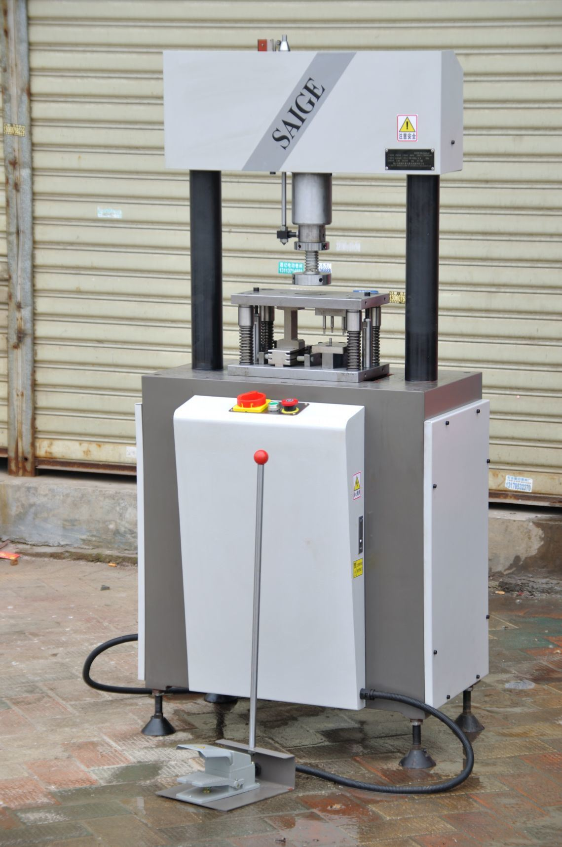 3t Aluminium Profiles Hydraulic Punching Machine (SG-D002T)