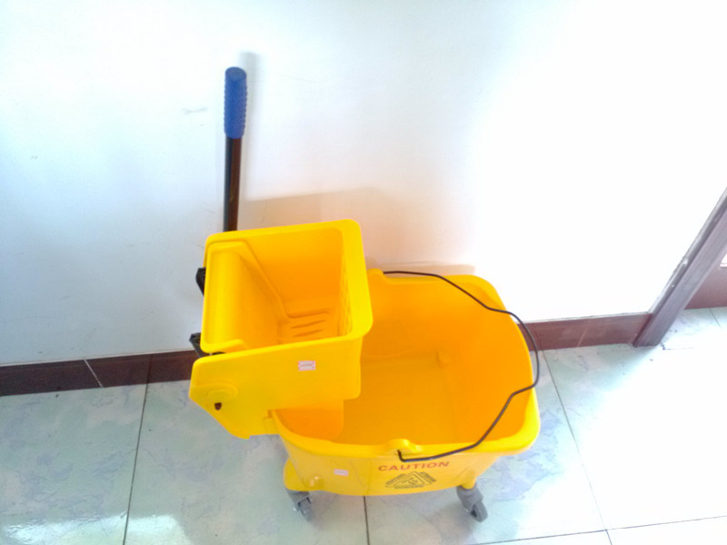 New Design Plastic Mop Stand ,Cleaning Bucket Wringer Trolleys (ZY-1306)
