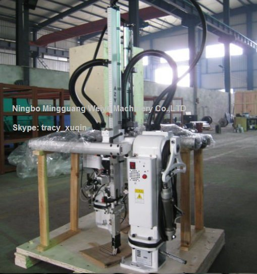 Robot Arm for Injection Molding Machine