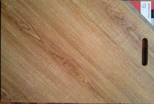 Horizontal Vein Laminate Flooring on 8mm and 12mm