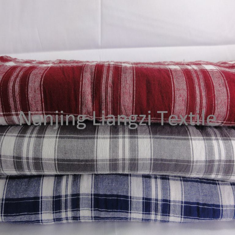Cotton Yarn Dyed Garment Fabric with Crinkle (LZ5461)