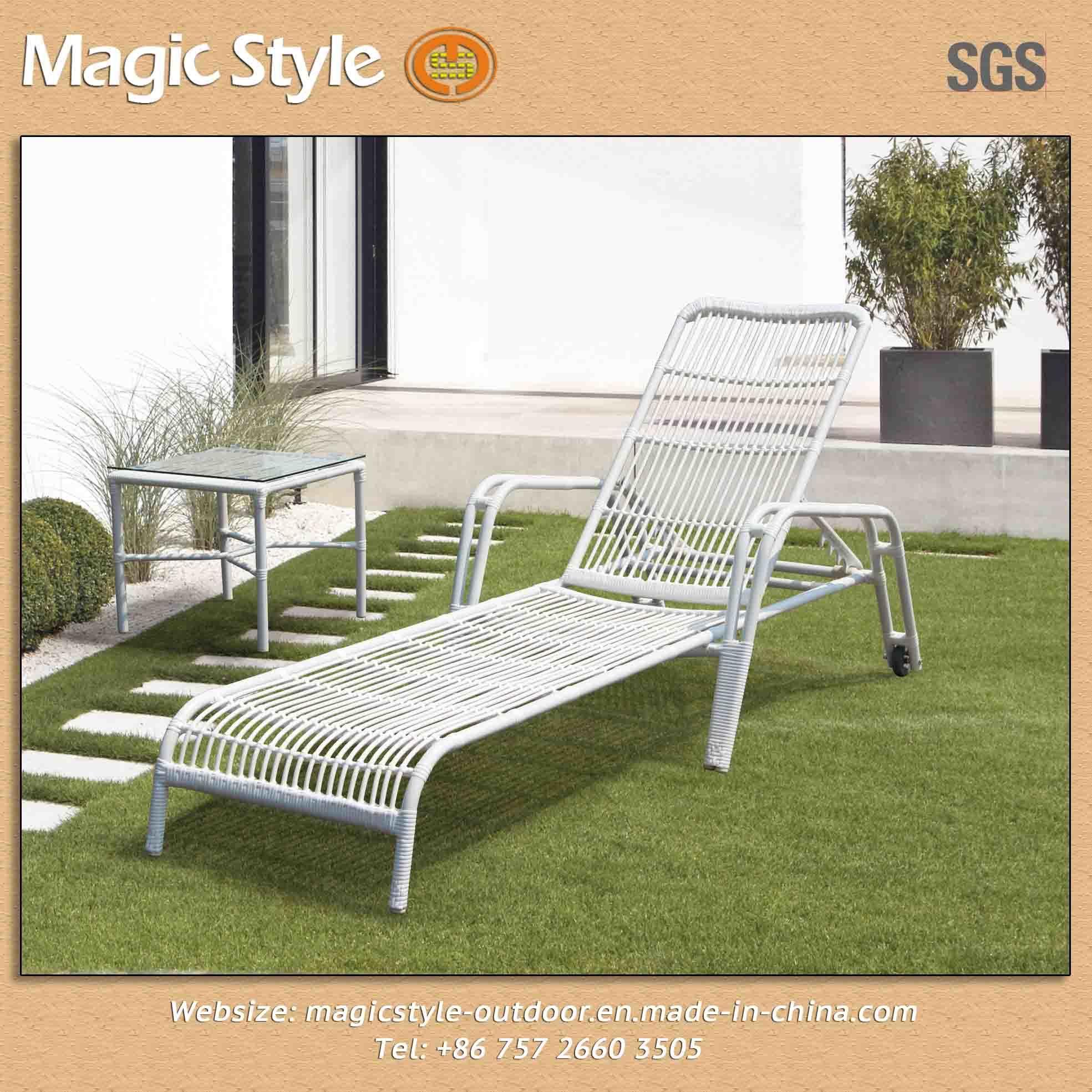 China 2013 New Design Outdoor Sunlounger Rattan Sunbed Wicker Furniture Beach