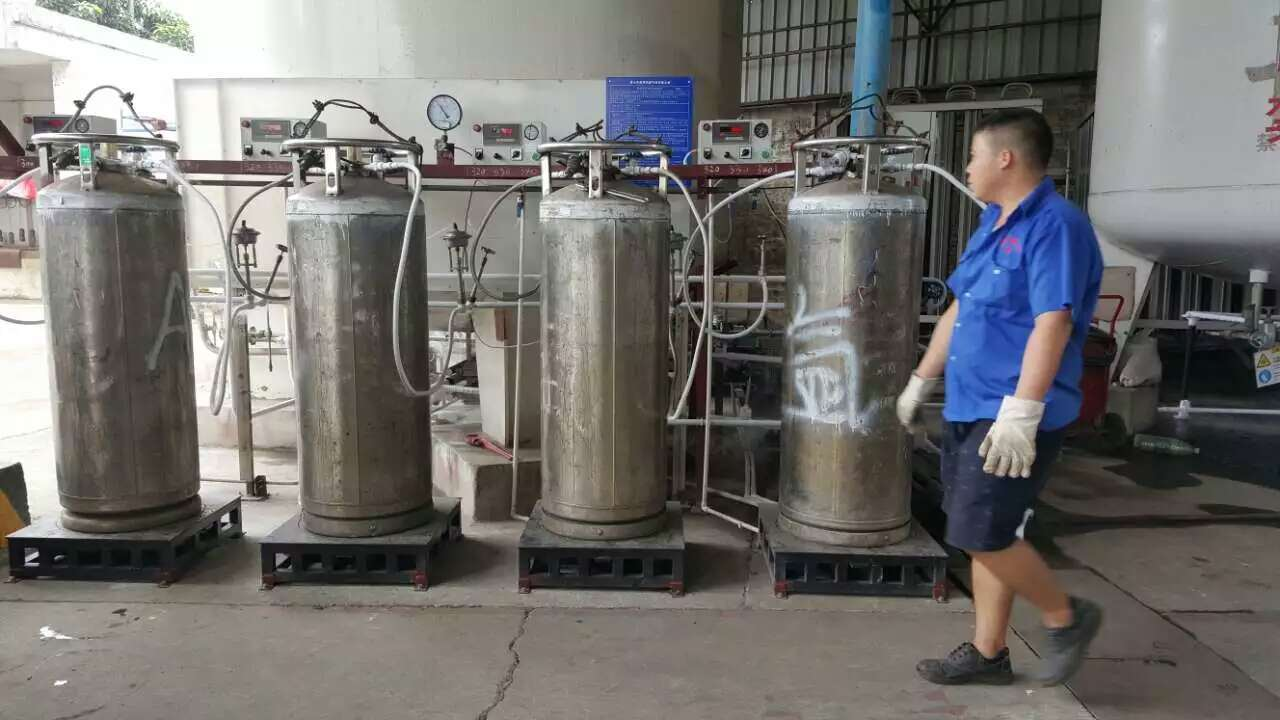 Auto-Shift Gas Cylinder Manifold