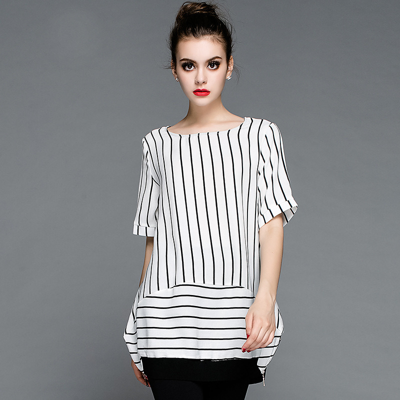 New Styel Loose Girl′s T-Shirt Stripe Stamp Design