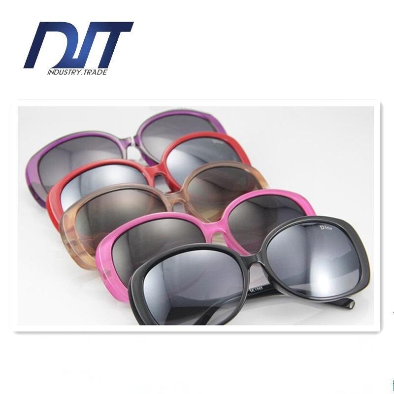 High Quality Ladies Fashion Sunglasses Plastic Frame Custom Design