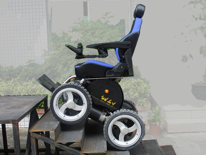 China 4x4 Electric Beach Wheelchair China Motorized