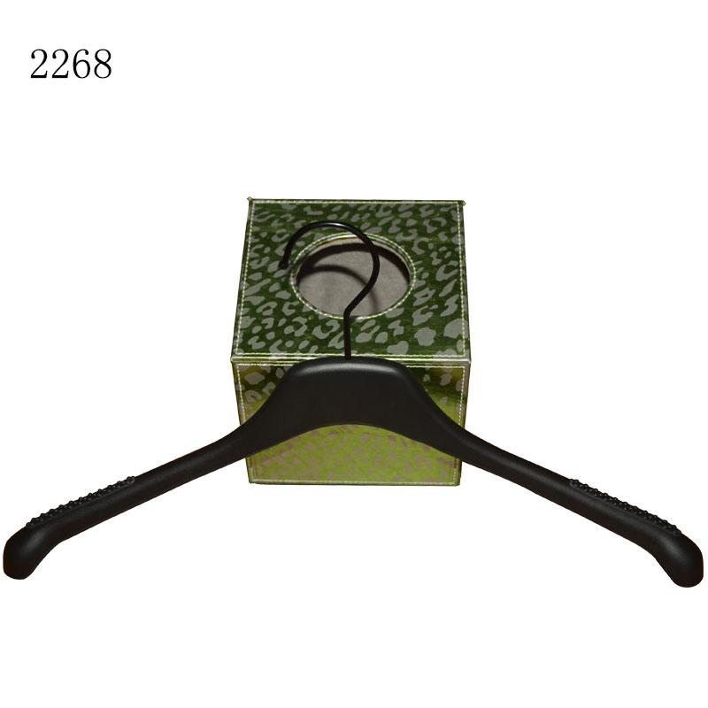 Manufature Black Wholesale Custom Anti Slip Female Dress Plastic Hangers