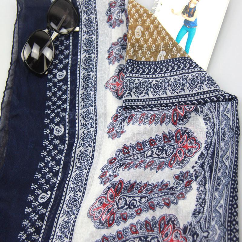New Design Printed Flower Scarf Fashion Accessory for Women Shawls