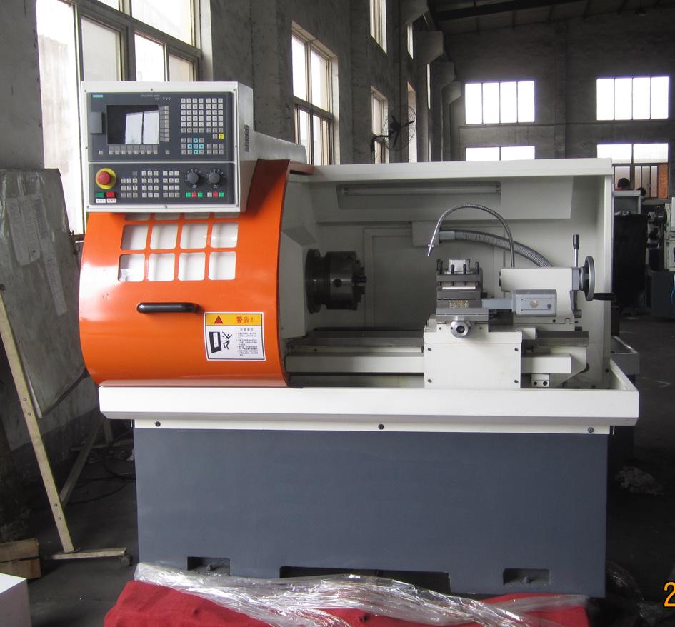 Metal Cutting Machine CNC Lathe (CK6136X450mm)