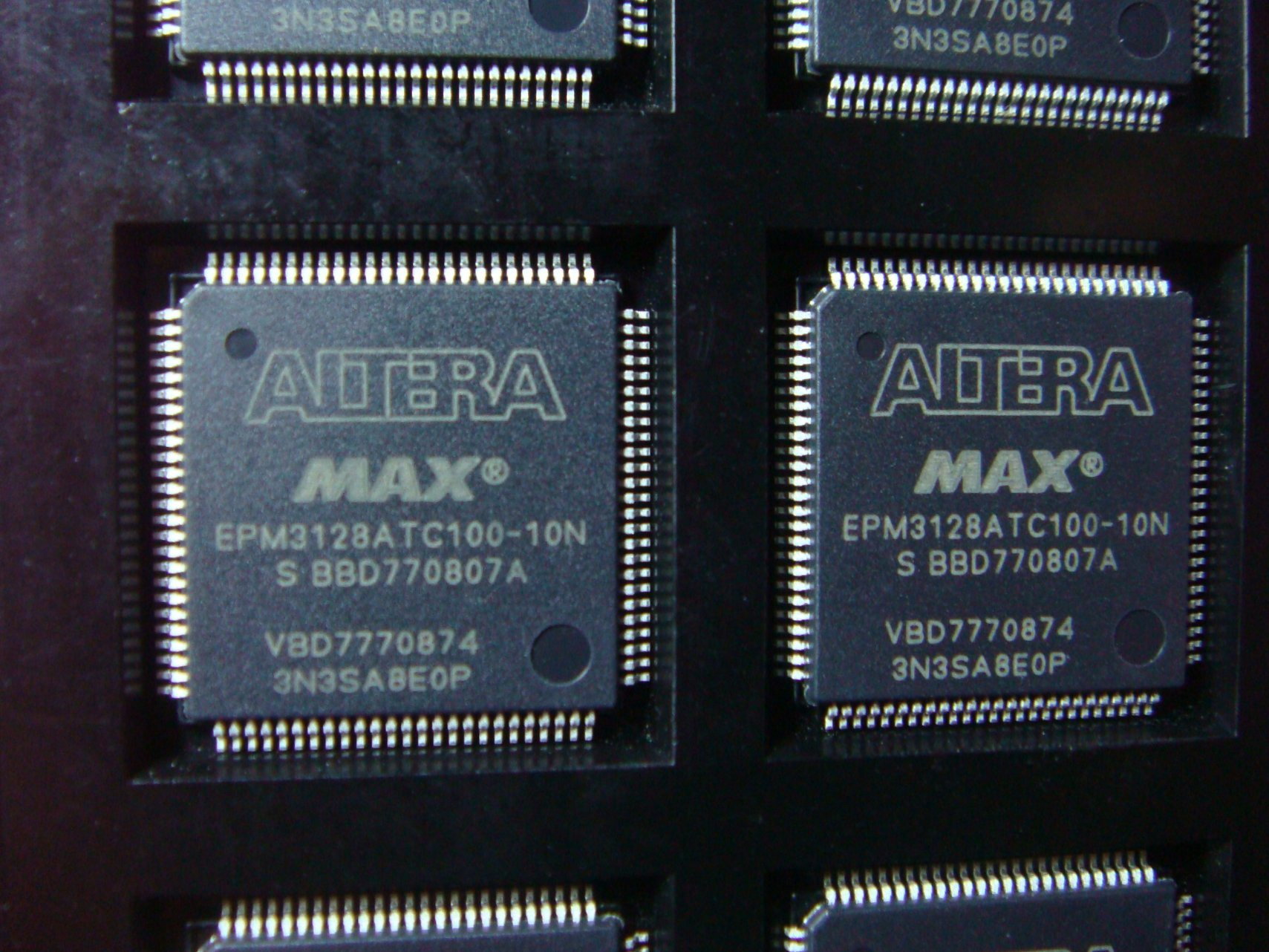 Epm3128atc100-10n Integrated Circuits Embedded IC Embedded - Cplds (Complex Programmable Logic Devices) > Altera