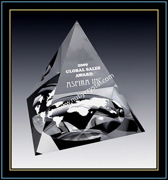 Crystal Pyramid Paperweights for Corporate Promotion Gift