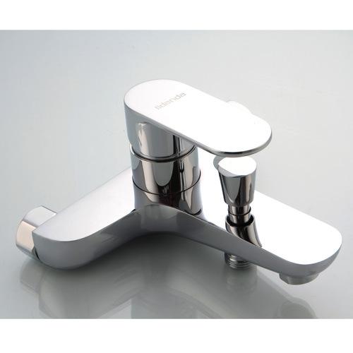 Contemporary Brass Bathtub Faucet with Chrome Finsih