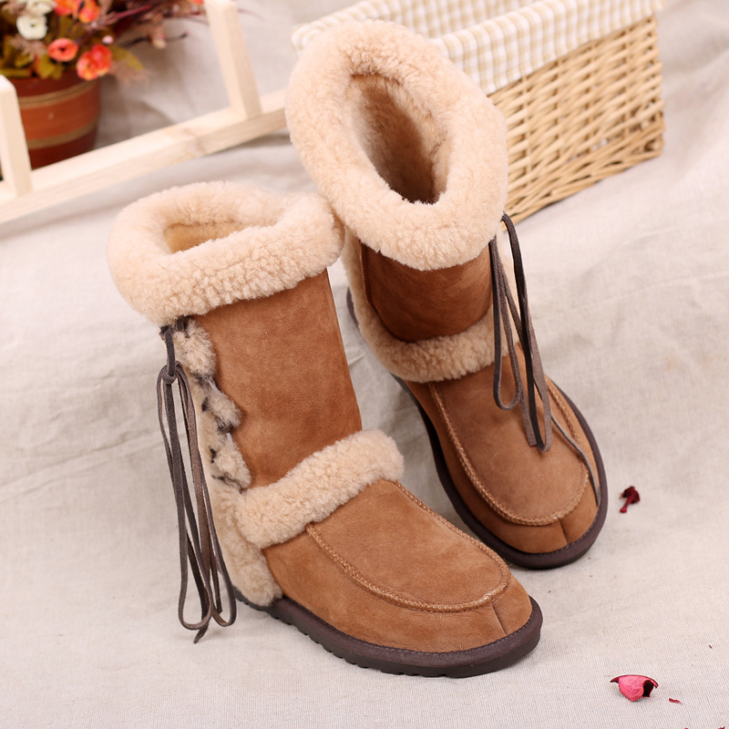 Fashion Women′s Winter Boots Sheepskin Shoes with Lace in Chestnut