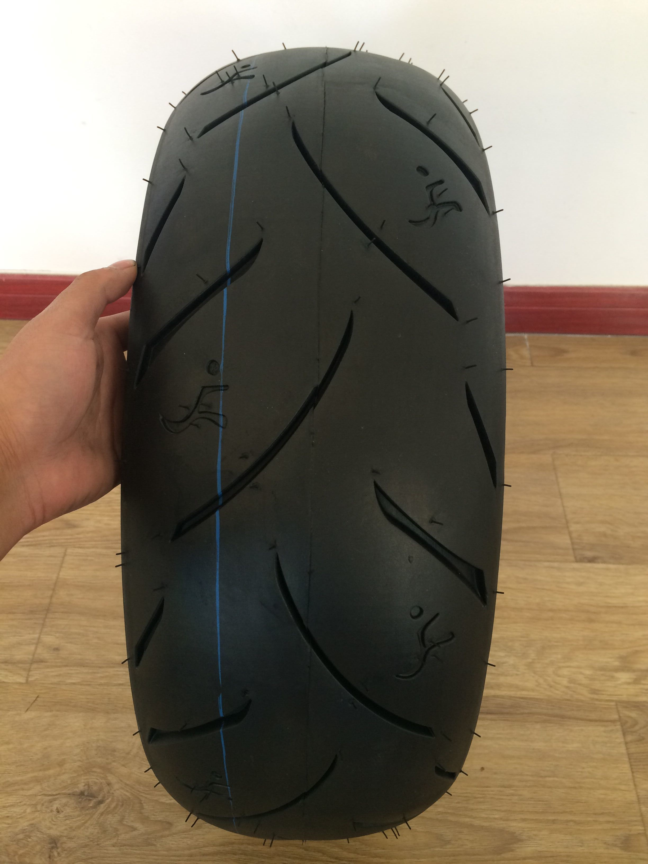 High Quality Rubber Content 48% Motorcycle Sport Tyre 190/50-17