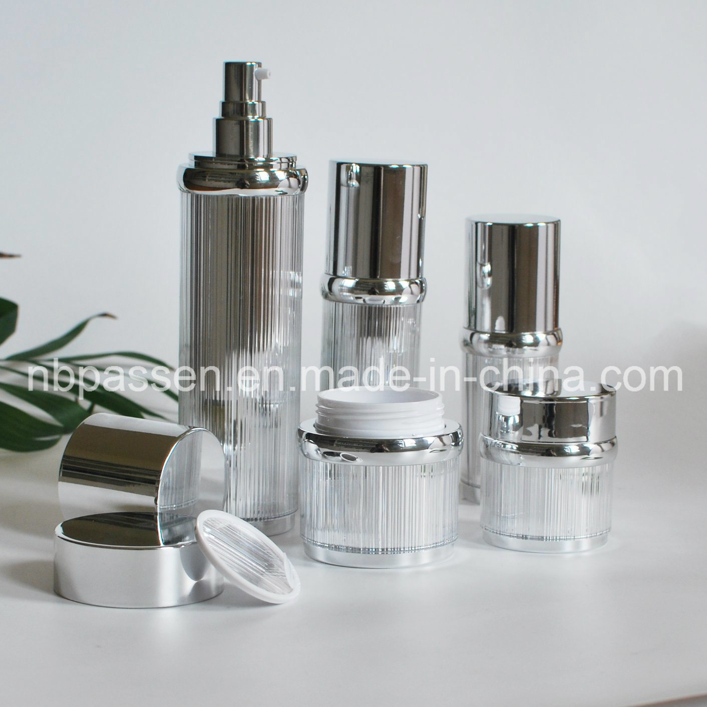 Glossy Silver Acrylic Cream Jar Lotion Bottle for Cosmetics (PPC-NEW-100)