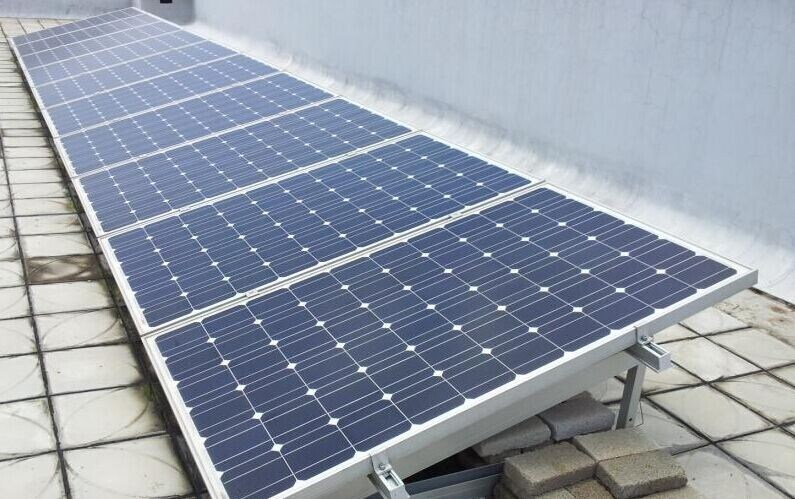 a-Grade Cell High Efficiency 10W-300W PV Solar Panel Mono and Poly