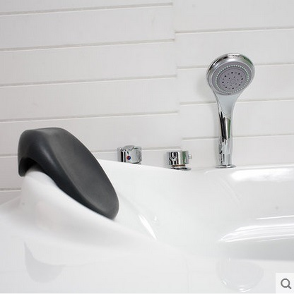 Massage Bathtub Made of High Quality Acrylic