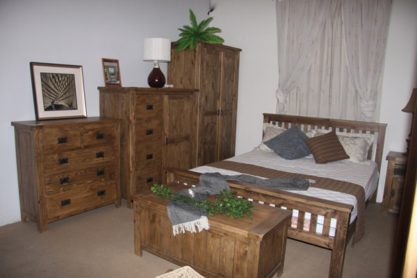 China Distressed Solid Pine Bedroom Furniture China Wooden Bed Wood Chest