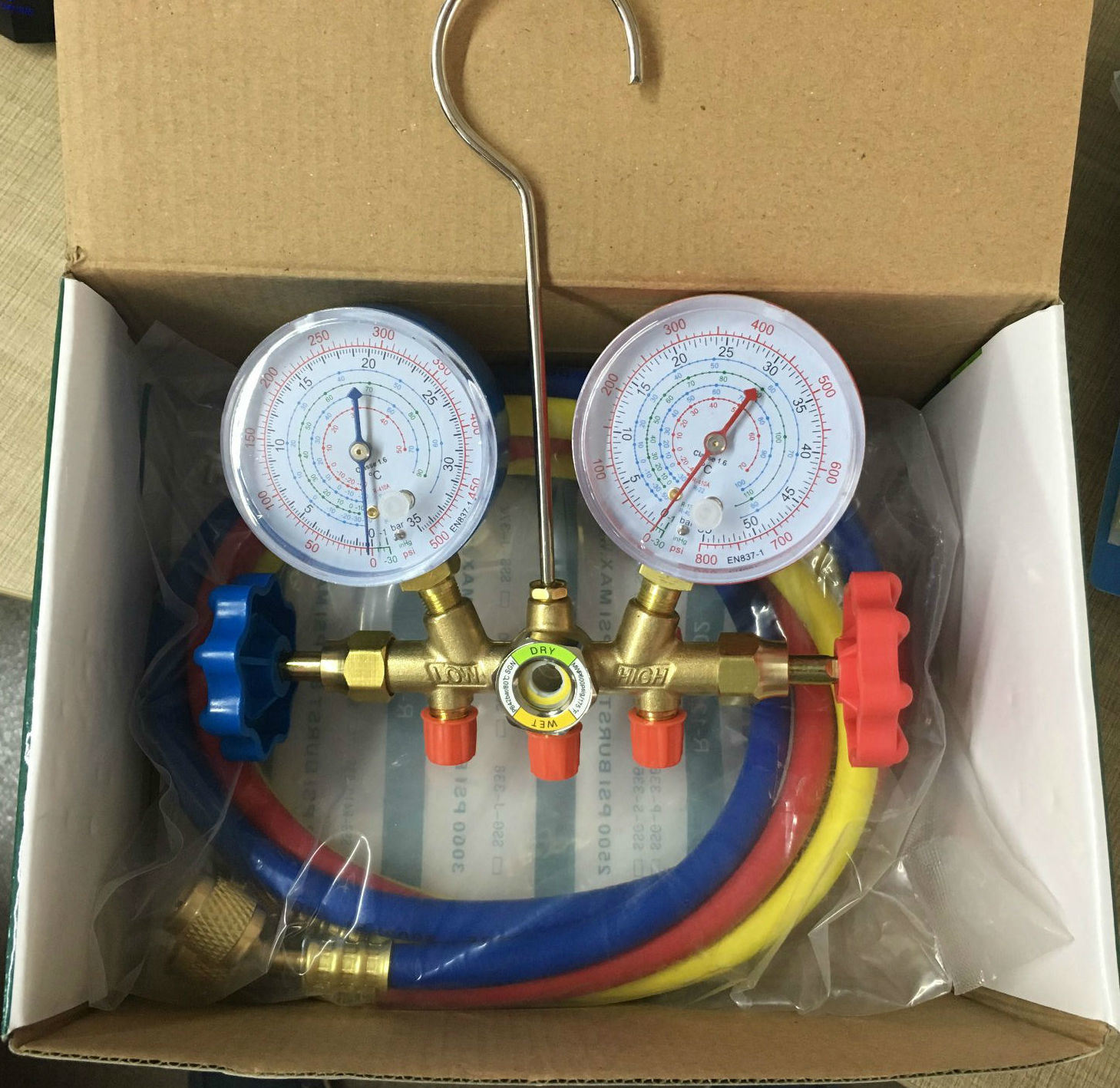 Car and Air Conditioner Refrigerant Charing Manifold Gauge