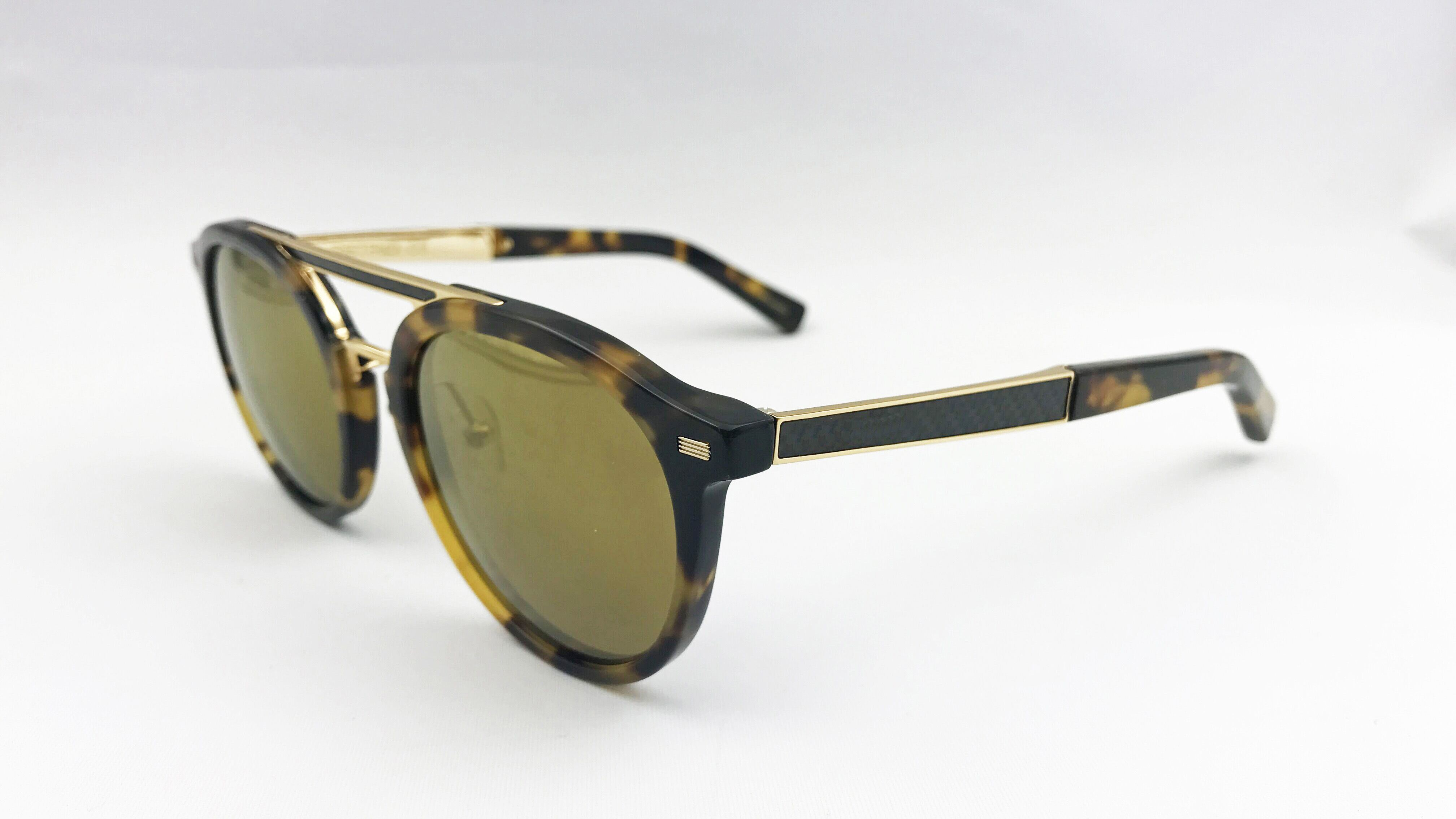 Elegant and Good Selling Sunglasses for Man with Carbon Fibre Decor.