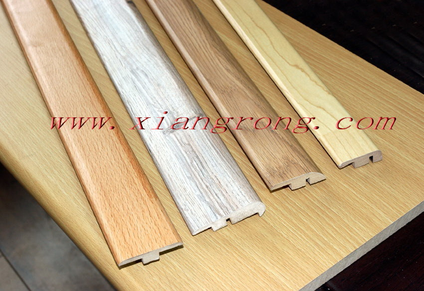 Laminate flooring reducer molding