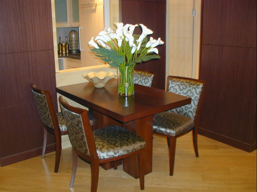Hotel dining tables and chairs marketing hotel banquet for Hotel table design