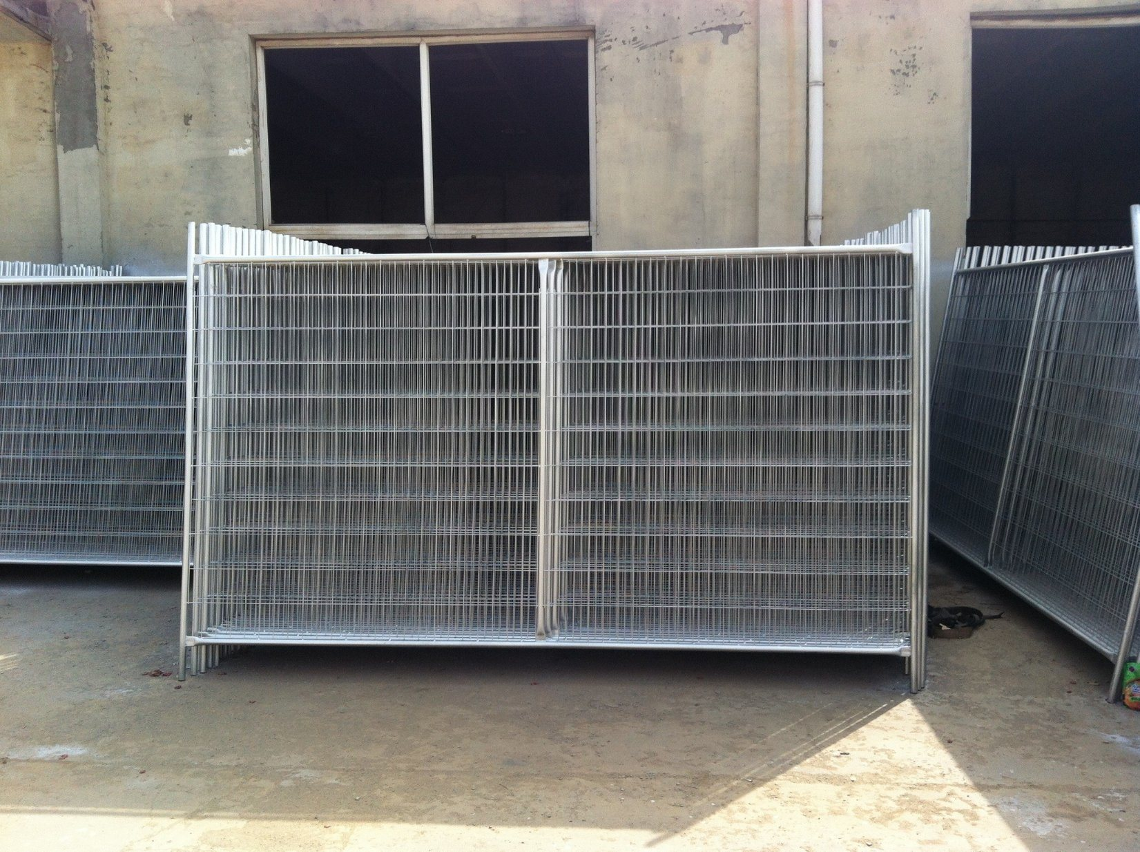 Hot Dipped Galvanized Steel Materials 2100mm X 2400mm for Oceania Temporary Hoarding Fence