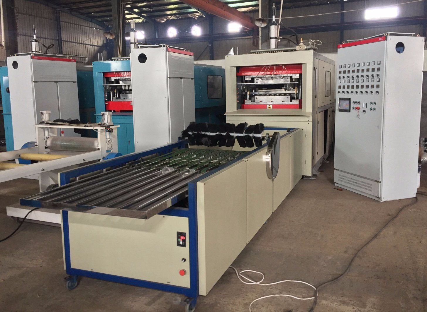 Plastic Cup Making Machine, Thermoforming Machine, Forming Machine, Plastic Cup Machine Connect with Stacker, Plastic Cup Thermocol and Stacking Machine (YXTL)