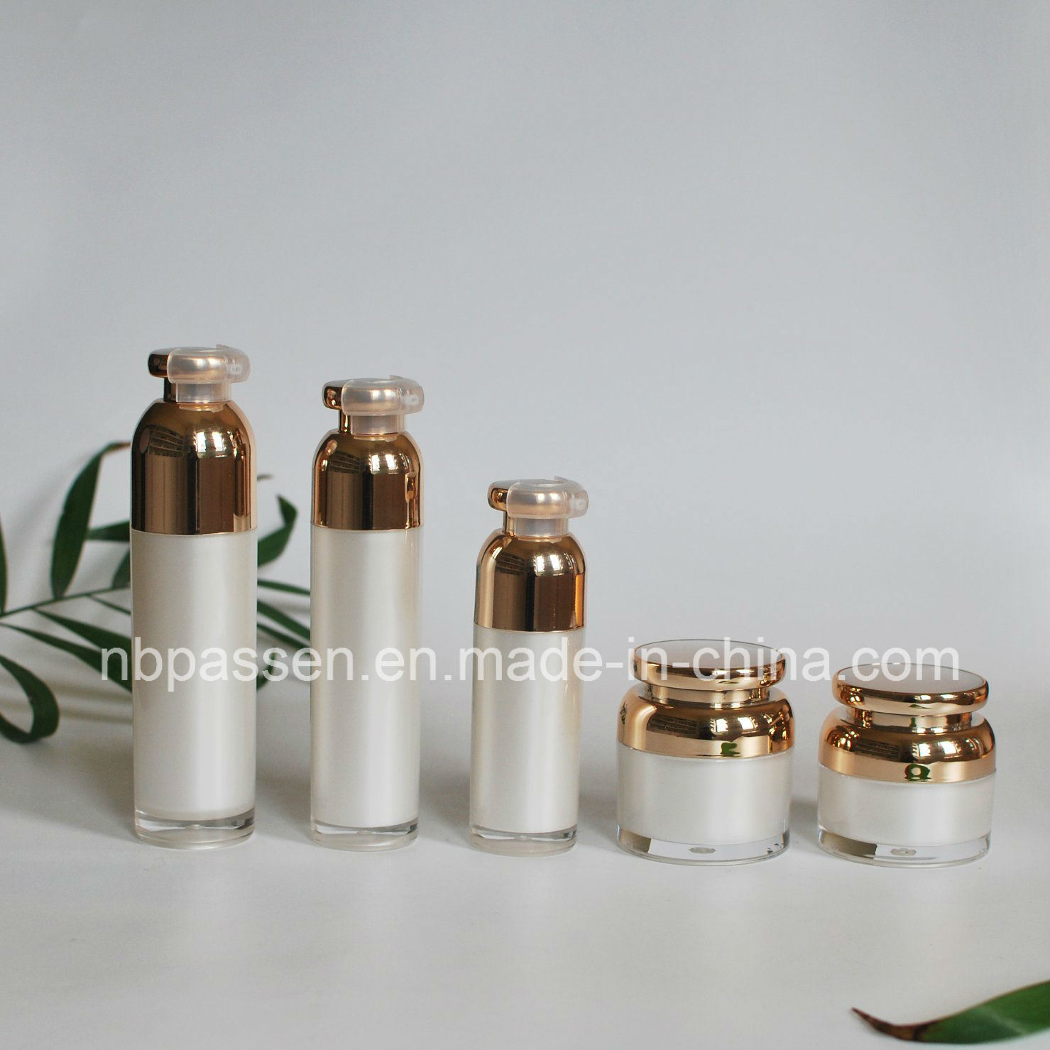 Pearl White Acrylic Cosmetic Bottle with Airless Pump (PPC-NEW-097)