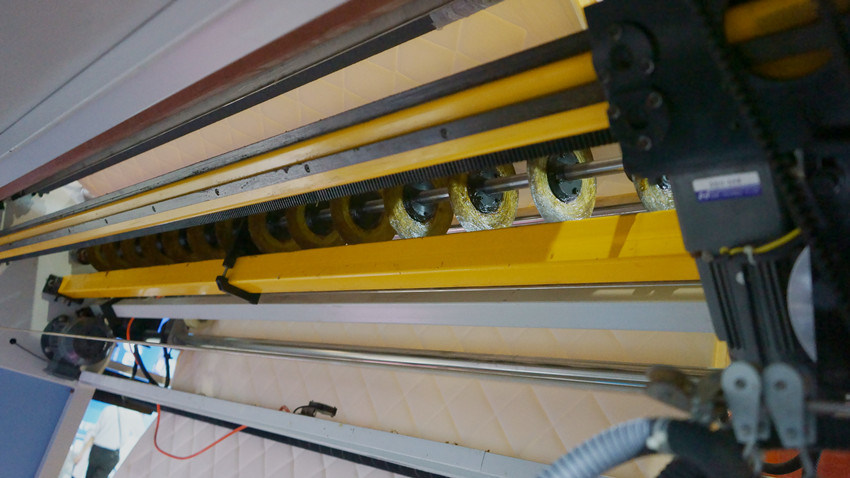 94 Inches Mattress Cutting Machine/Cutting Panel/Cutter for Fabric