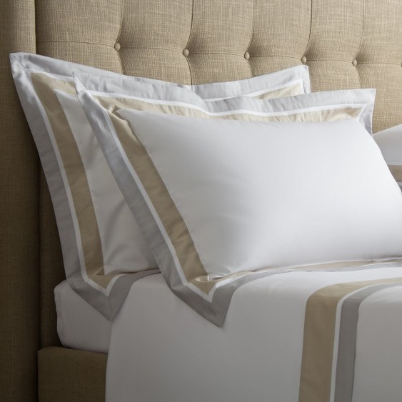 Hand-Made Embroidery Platinum Quality Hotel White Bedding Set