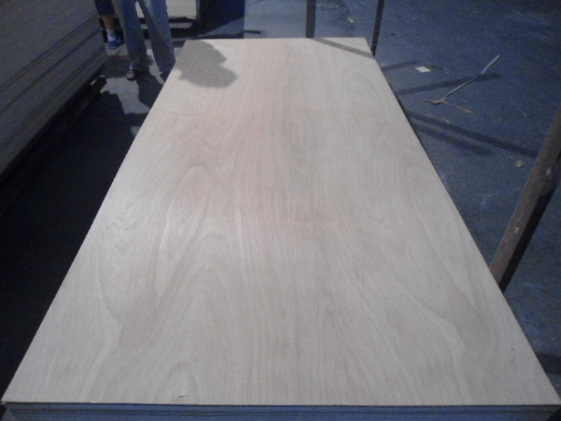 Poplar Core Commercial Plywood for Furniture Usage 18mm