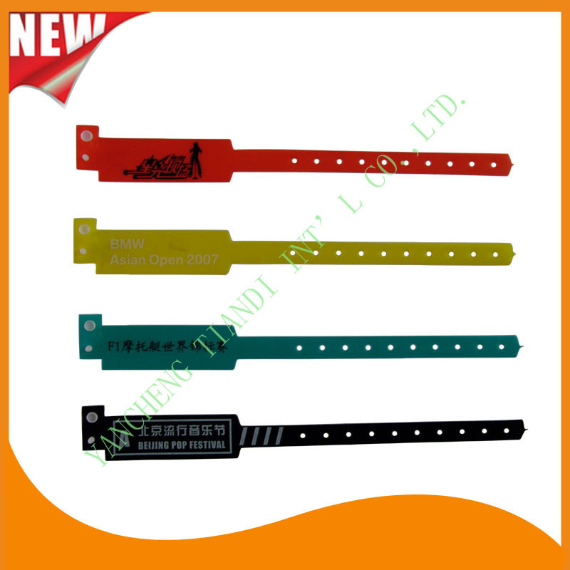 Customed PE Entertainment Plastic Event Party Identification Wristbands Bracelet (E6060C)