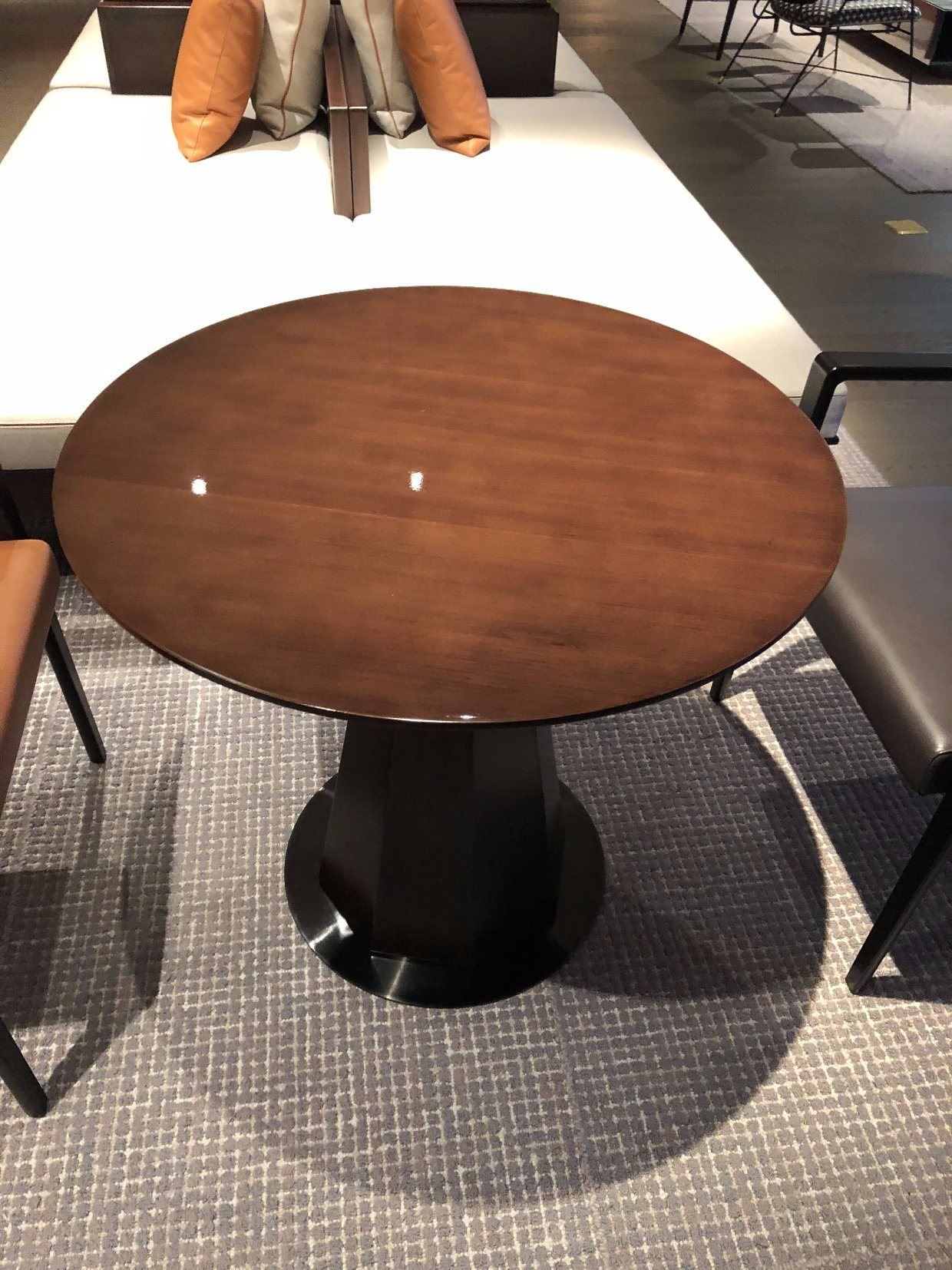 Restaurant Furniture Sets/Hotel Furniture/Dining Furniture/Chair and Table (GLDT-0109821)