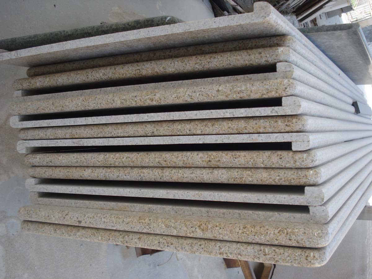 Popular Polished Yellow Rusty Stone G682 Granite Slab