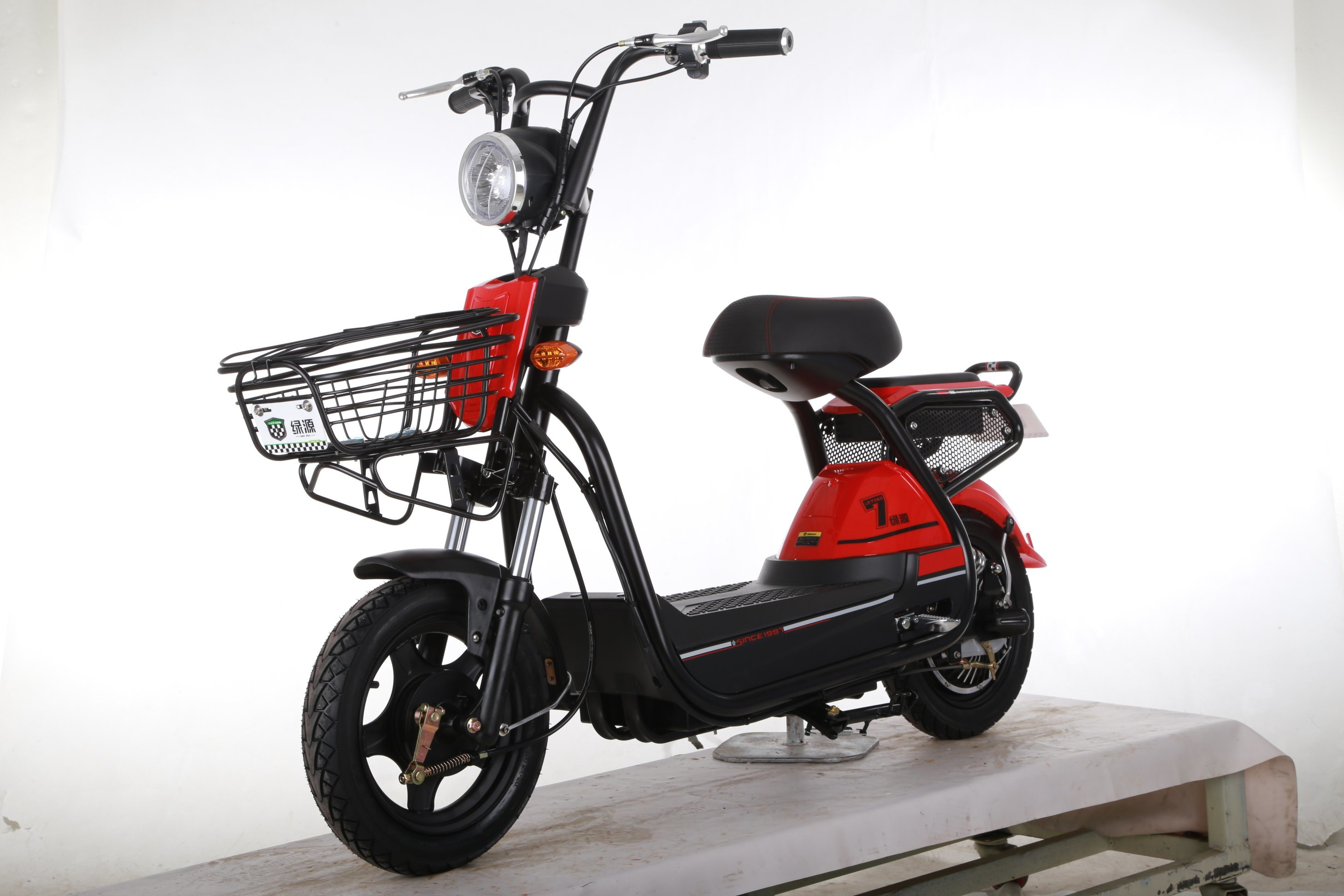 500W Mainstream E-Scooter for Young People with USB Interface and Child Lock