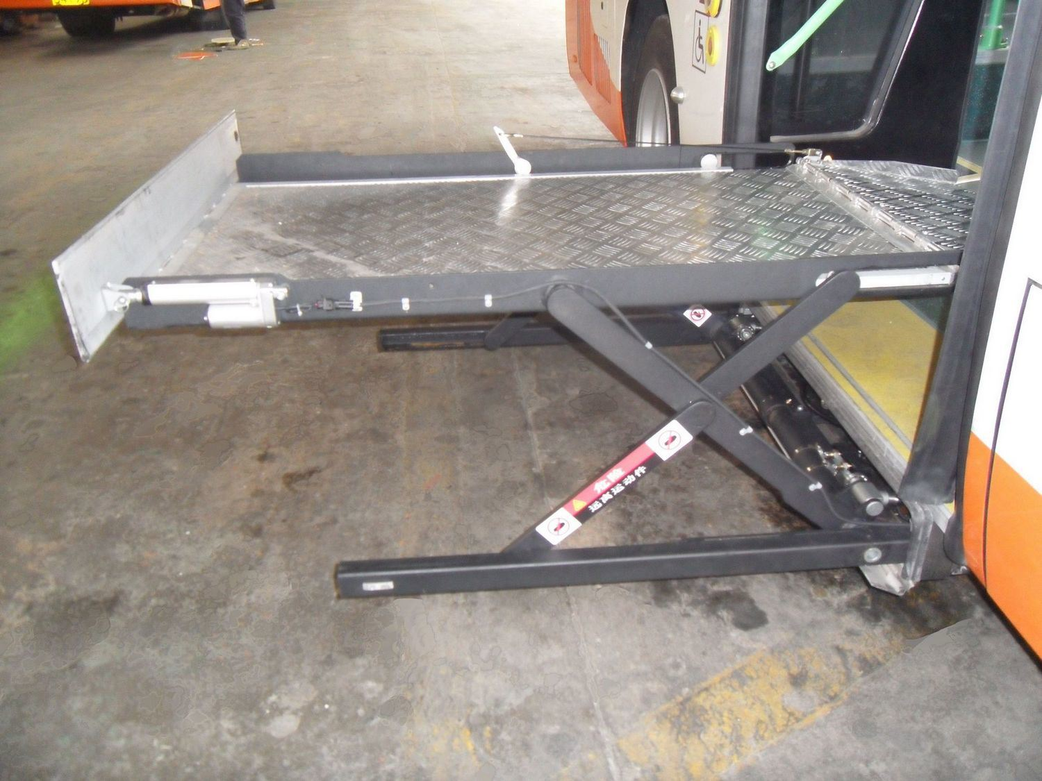 Scissor Wheelchair Lift CE Lift for Bus