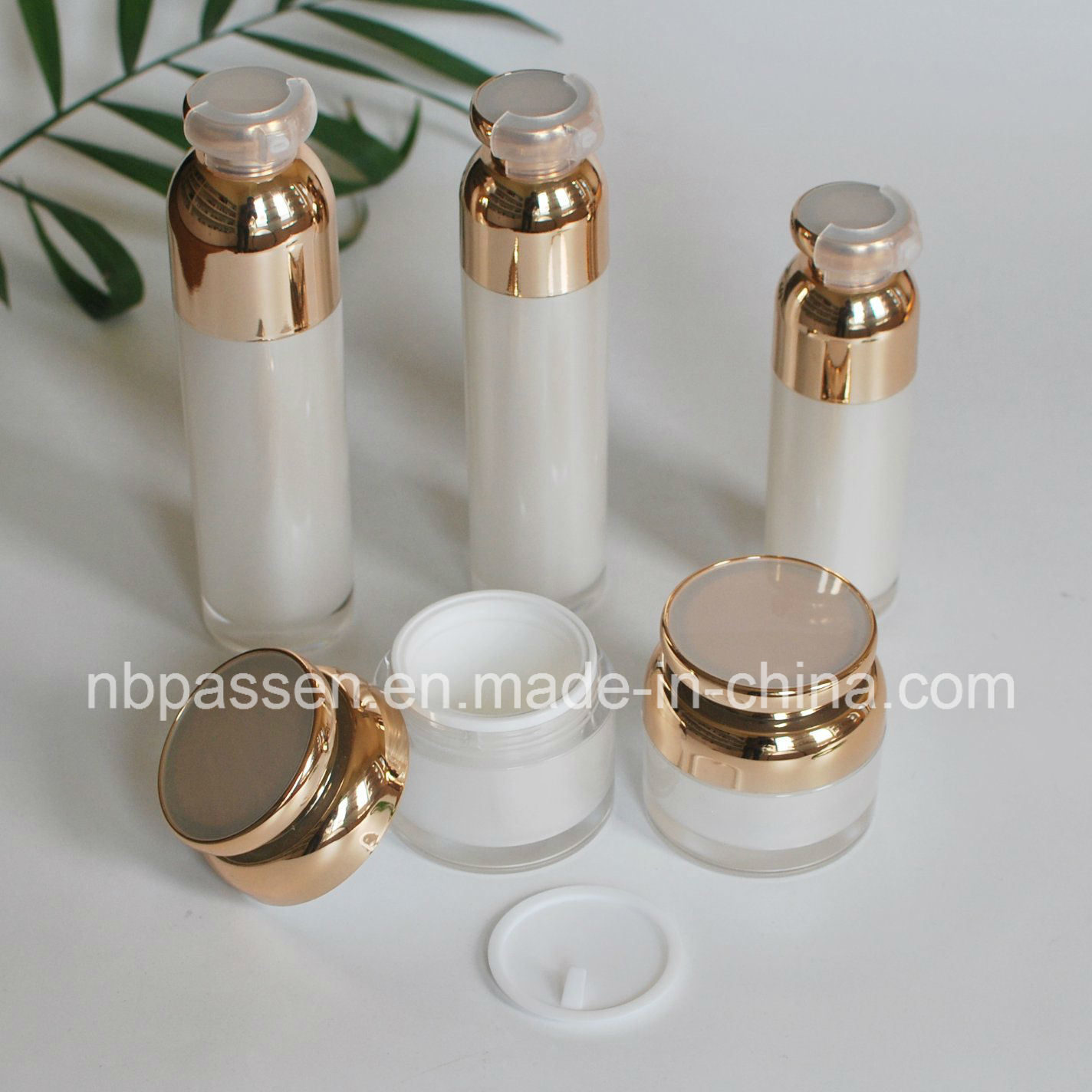 Pearl White Acrylic Cosmetics Bottle with Airless Pump (PPC-NEW-097)